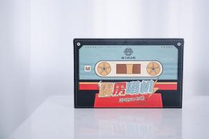 猫王霹雳唱机80年代复古风蓝牙音箱包装设计