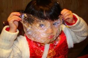 玩具包装存在窒息隐患 塑料袋越薄越危险