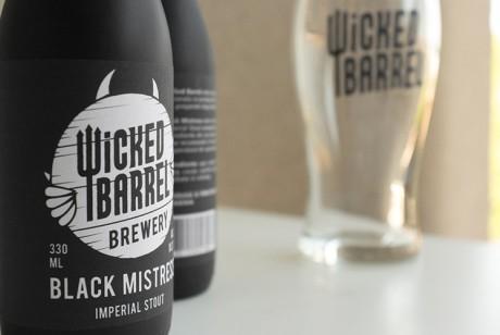 Wicked Barrel Brewery邪恶啤酒哑光黑色酒瓶包装设计