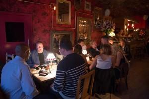 如果有间酒吧屏蔽手机信号,你还会不会去?