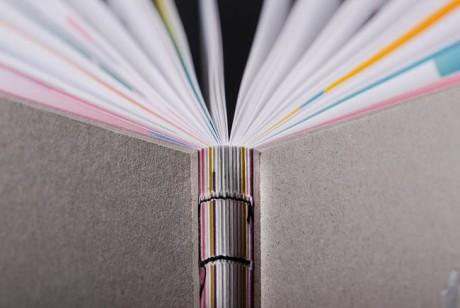 企业宣传册设计要讲究全体设计风格