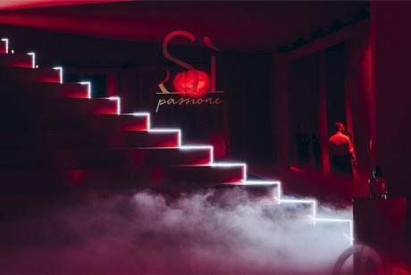 与阿玛尼开启一场红色邂逅:Si Passione迷情挚爱红色巴黎派对