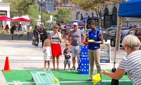 DirecTV 美国橄榄球大联盟体验活动惊现波士顿街道
