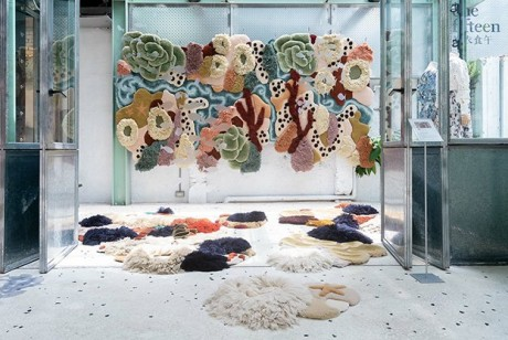 想探索海底之美吗?来Vanessa Barragão和onefifteen初衣食午的海洋编织艺术展吧