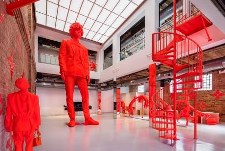 在沉浸式和概念性的橙色背景下,Louis Vuitton芝加哥快闪店带来了城市的活力