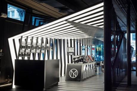 Il Makiage在纽约的快闪店动态的感官效果很震撼
