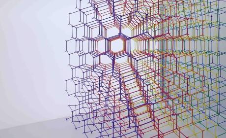 """这座彩虹魔方的细胞体""""Y""""支架系统多了这次的色彩丰富了许多"""