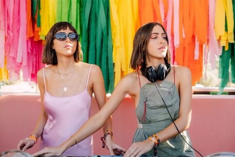 霓虹色元素的派对策划注入了超现实的元素,是一道吸引眼球的打卡胜地