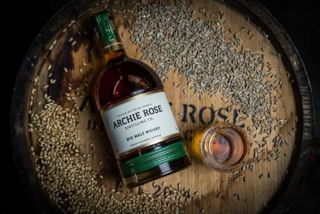 酒包装设计向这一重要时刻致敬Archie Rose威士忌