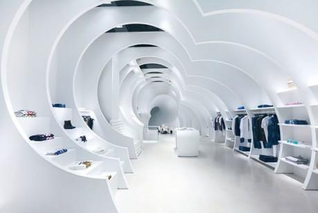 通过双筒望远镜,你可以看到这个空间设计了一个不一样的隧道