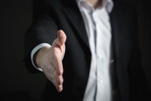 什么时候使用专业的市场调研公司?对他们有什么期望?
