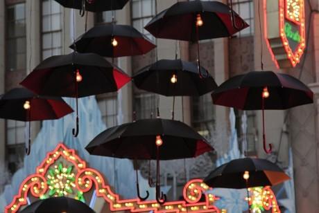 好莱坞大道上的这些雨伞艺术品成就了超过一百万的印象