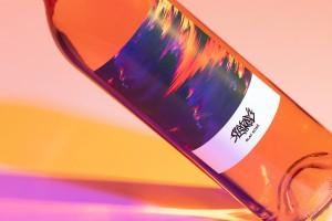 不寻常的葡萄酒标签设计,Slay Rosé葡萄酒包装设计看起来不错