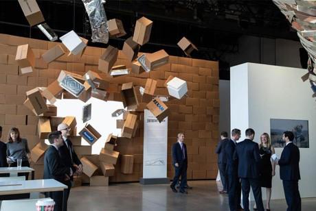 一场会议策划却选用了一个身临其境的展览来突出其投资的独特方法