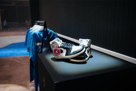 乔丹复古款发布会策划的镜面立方体成了粉丝们拍照分享的理想背景