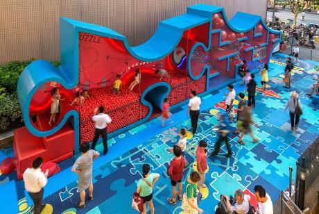 拼图迷宫的商场美陈让一条人流量差得不行的步行街瞬间成为繁忙的空间站